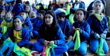 Torcida verde-amarela da Escola Medianeira